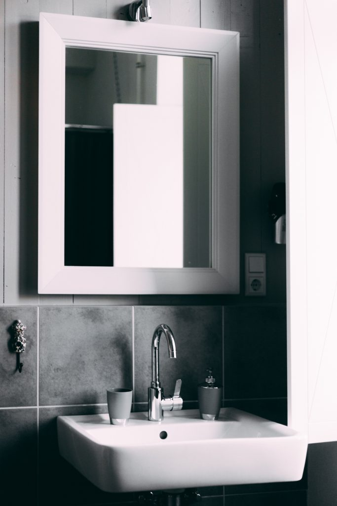 bathroom-black-and-white-clean-2203743